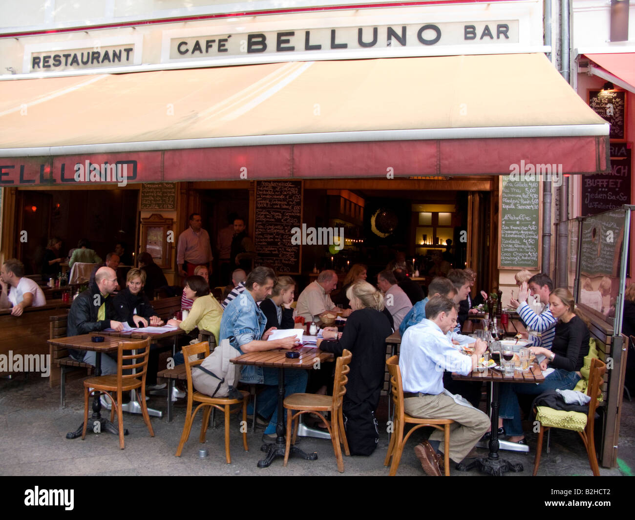 Crowded restaurant table - Busy Restaurant In The Evening On Street In Bohemian District Of Prenzlauer Berg In Berlin Germany