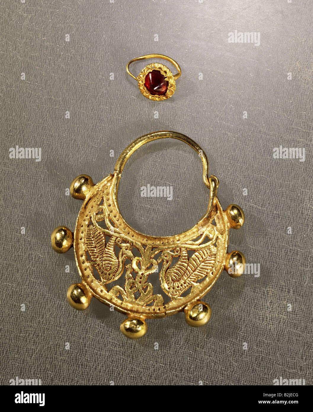 fine arts ancient world jewellery earrings above Roman gold