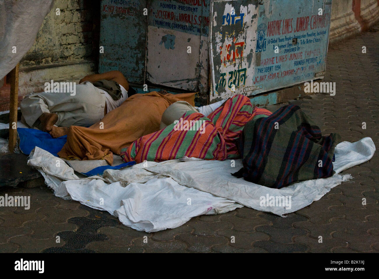 homeless people sleeping in the streets of mumbai south