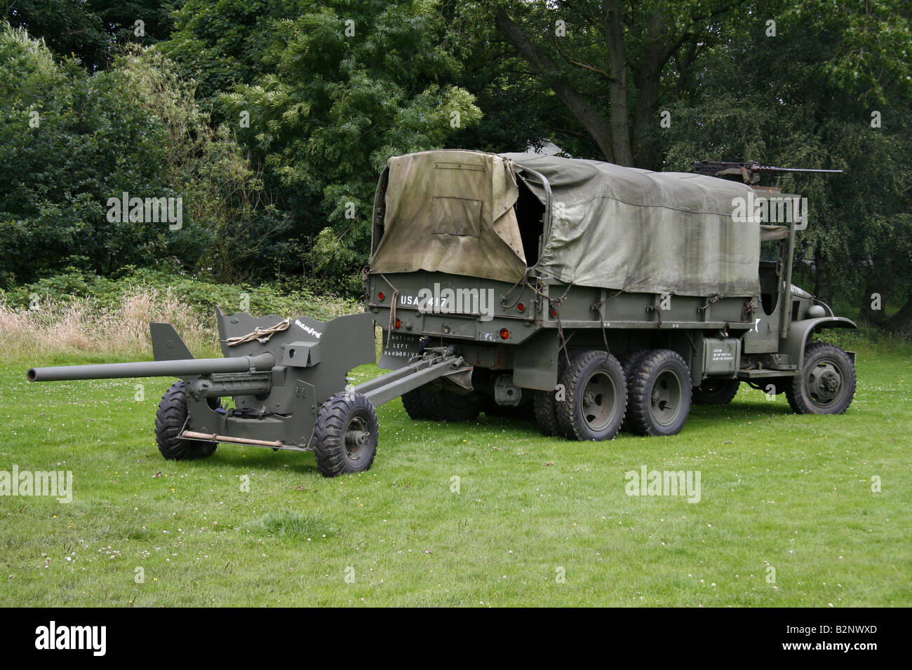 Dodge trucks in wwii - World War 2 Army Truck With Field Gun On The Back At A Show In