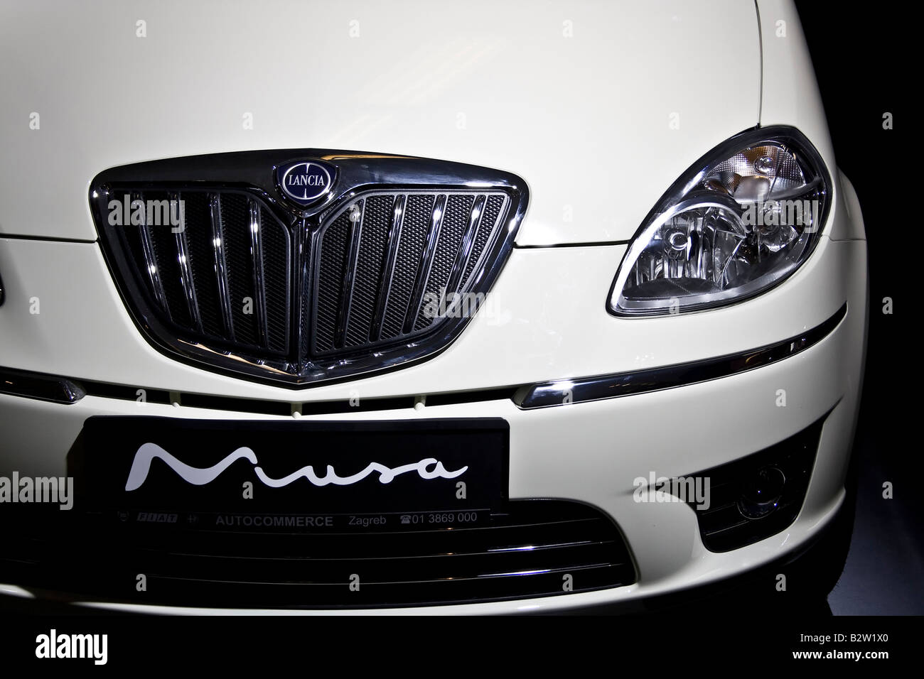 http://c8.alamy.com/comp/B2W1X0/lancia-musa-at-zagreb-auto-show-in-croatia-from-2832008-06-04-2008-B2W1X0.jpg