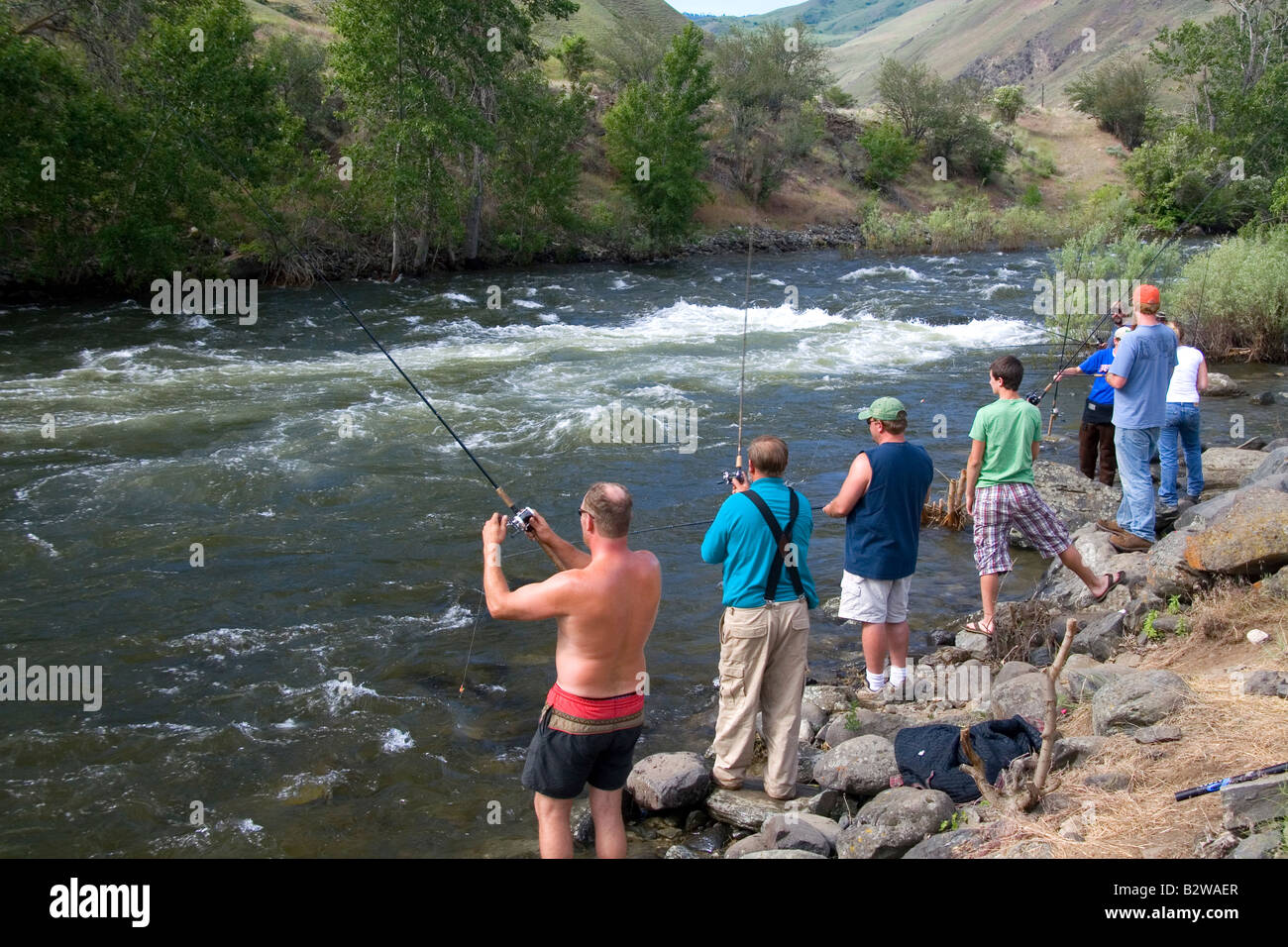 Chinook salmon fishing along the banks of the little for Salmon fishing in idaho