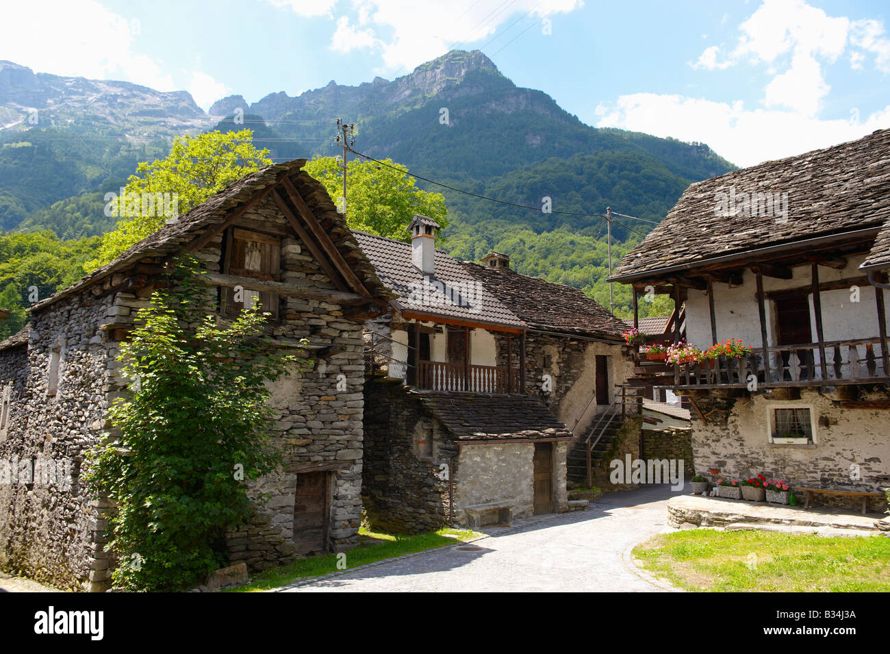 traditional-stone-farm-houses-costar-val-verzasca-tocino-swiss-alps-B34J3A.jpg