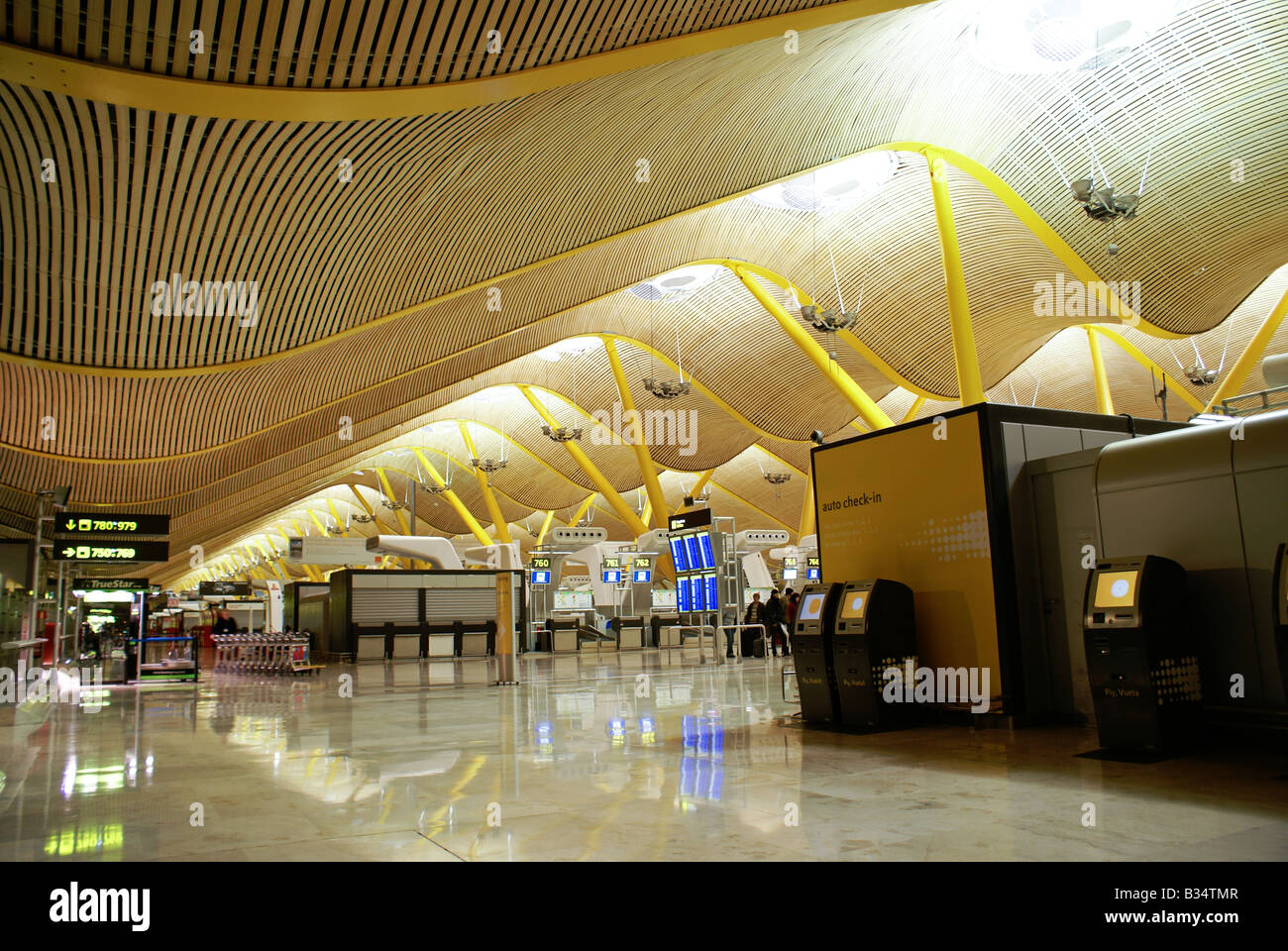 Madrid International Airport (Barajas Airport), Terminal 4 ...
