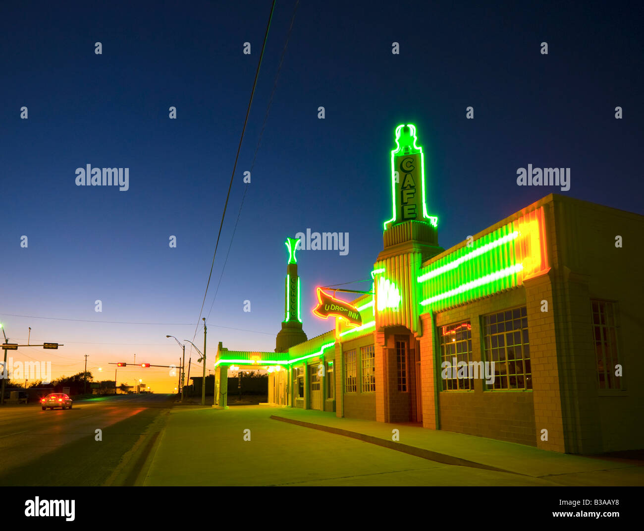 usa texas route 66 shamrock old art deco tower conoco gas stock photo royalty free image. Black Bedroom Furniture Sets. Home Design Ideas