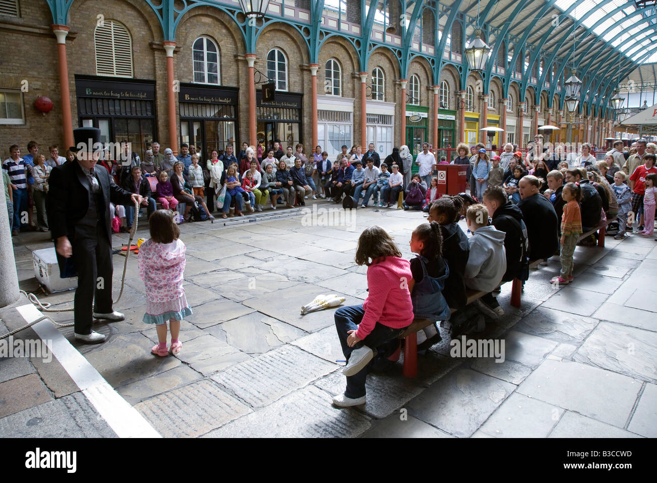 Covent garden flower market interior small 2 - Street Entertainer Covent Garden London Stock Image