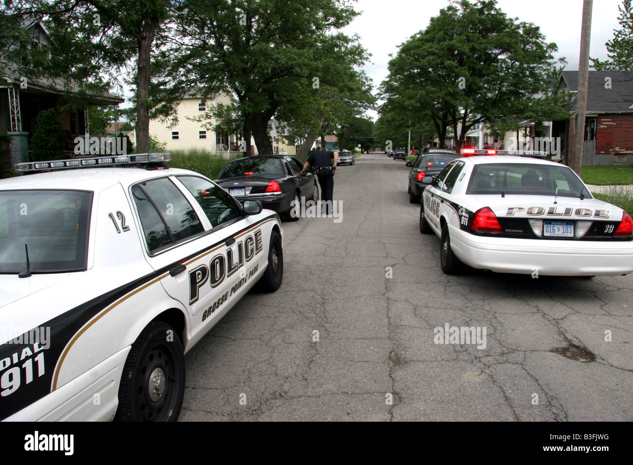 Grosse Pointe Park police cars across the border in Detroit ...