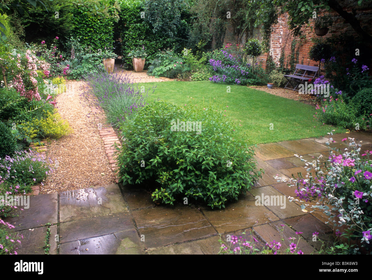 Small back garden paving gravel path lawn borders plants for Paving designs for small garden path