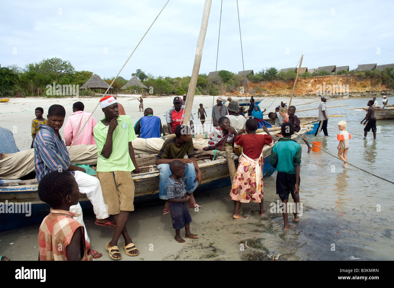 People waiting to buy fish from the returning fishing for Videos of people fishing