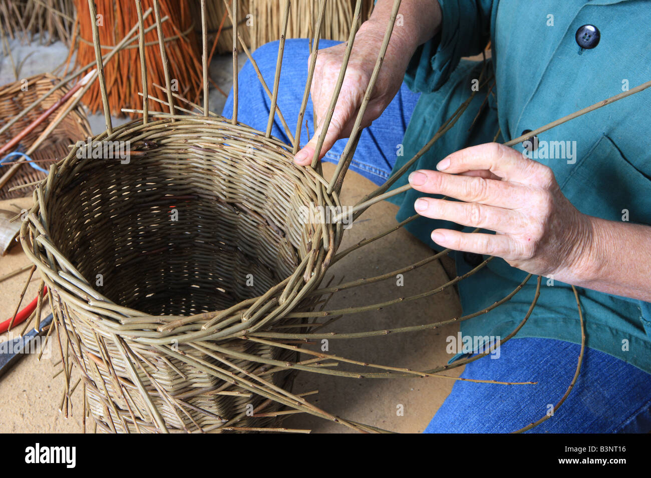 Traditional Basket Making : Norah kennedy making traditional baskets from willow in
