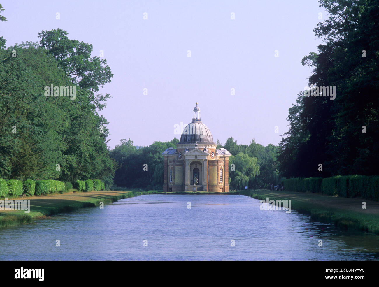 Wrest park lake pavilion 18th century landscape garden for Garden design 18th century