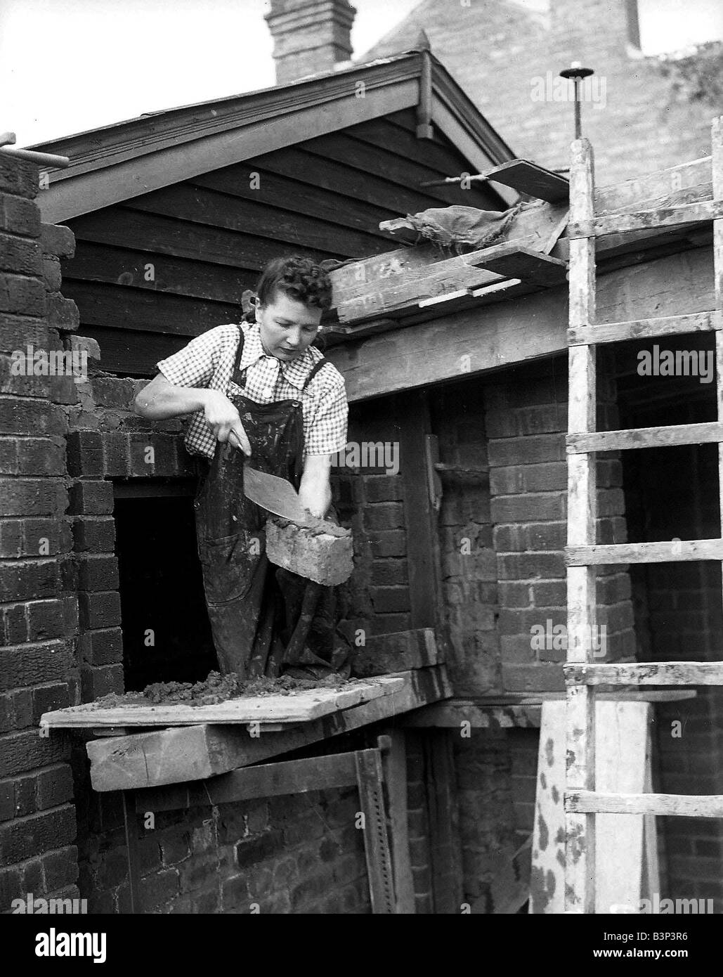 Woman Bricklayer 1941 women doing mens jobs during the war years ...