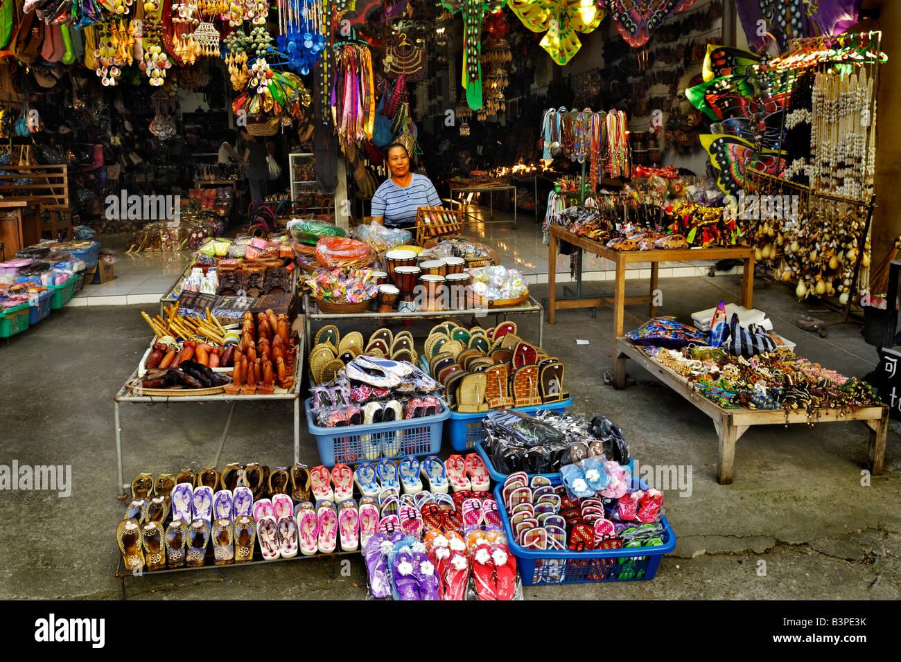 Stall selling souvenirs at tana lot temple bali - Artesania de indonesia ...