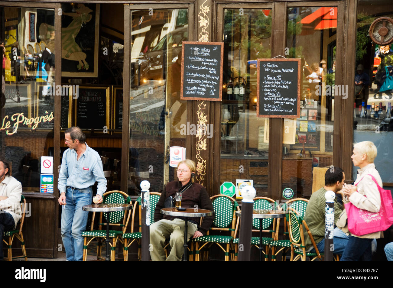 Le progres cafe bistro montmartre paris stock photo for Le miroir restaurant montmartre