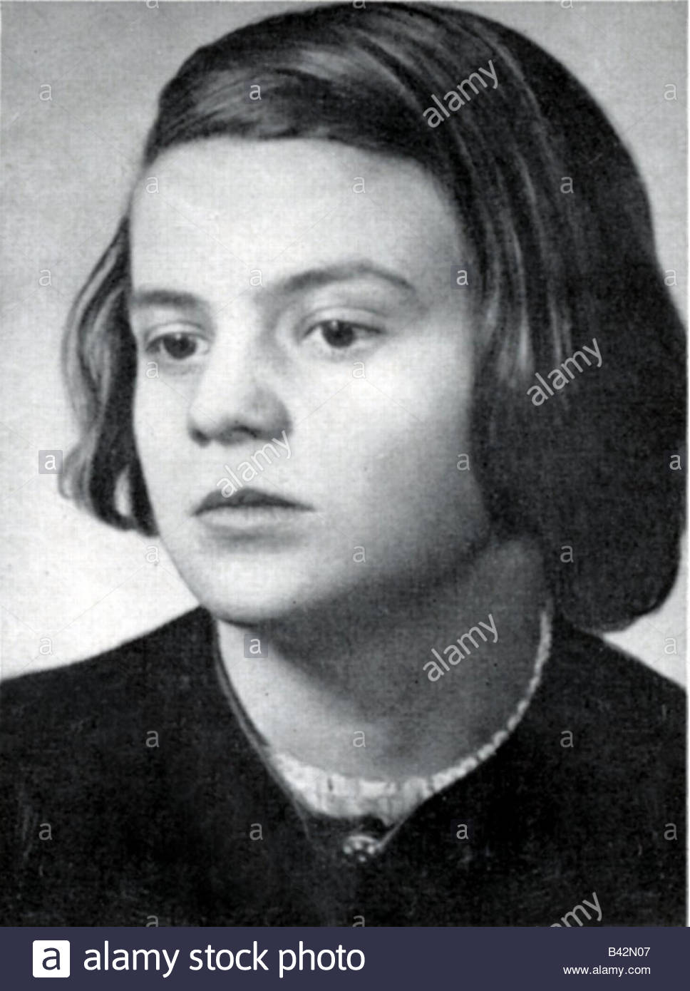 SOPHIE SCHOLL (1921-1943) German student in the White Rose Stock ...