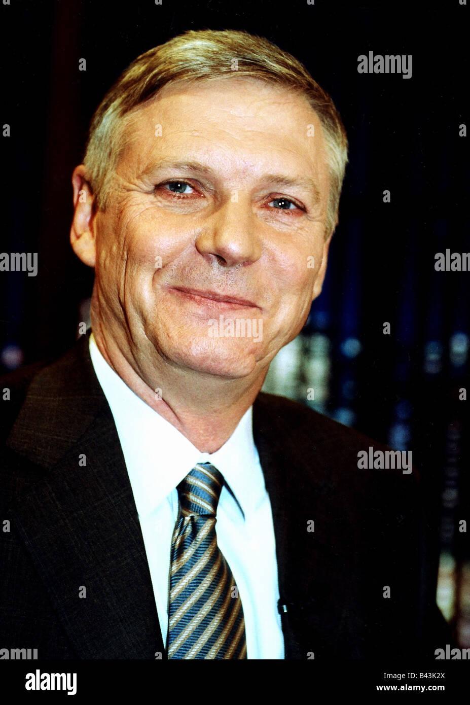 Schleyer, Hanns-Eberhard, German secretary general (ZHD), portrait, 2002 - schleyer-hanns-eberhard-german-secretary-general-zhd-portrait-2002-B43K2X