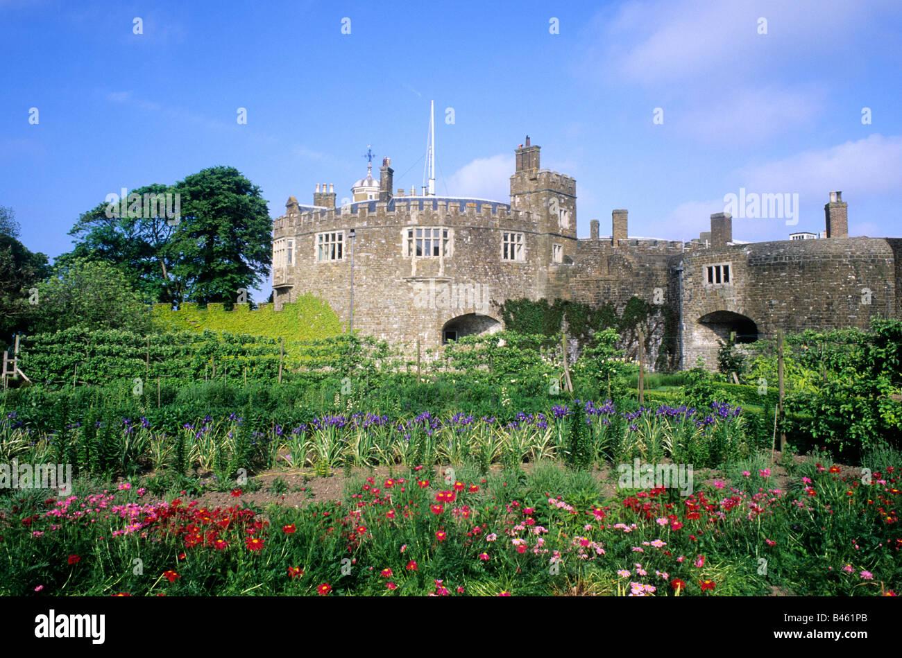 Walmer Castle and Gardens Kent English Heritage Flag Tudor fort ...