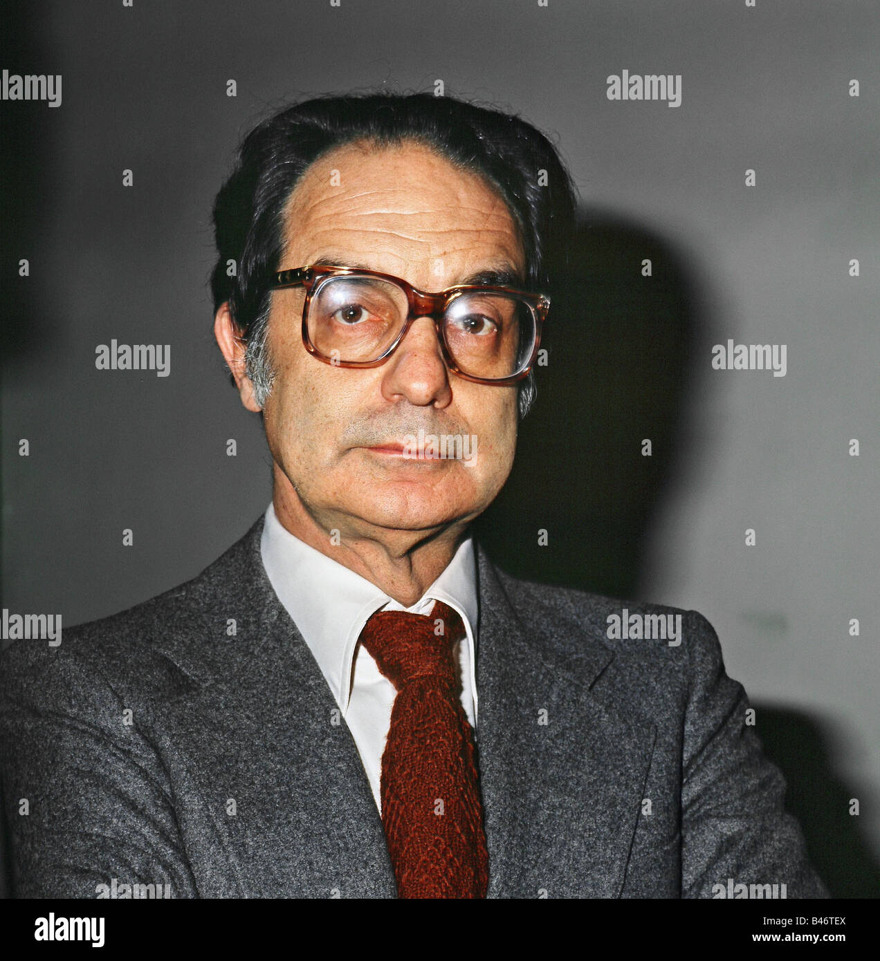 italo calvinos nonexistent knight essay He is the author of numerous works of fiction, as well as essays, criticism, and  literary anthologies born in cuba in 1923, calvino was raised in italy, where he.