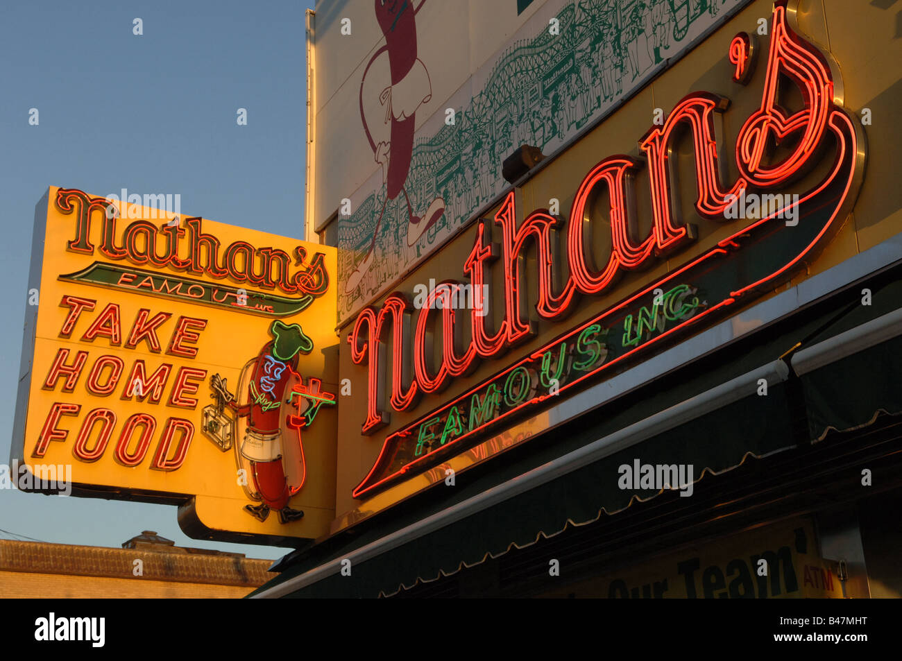 Image gallery nathansfamous for Iconic places in new york