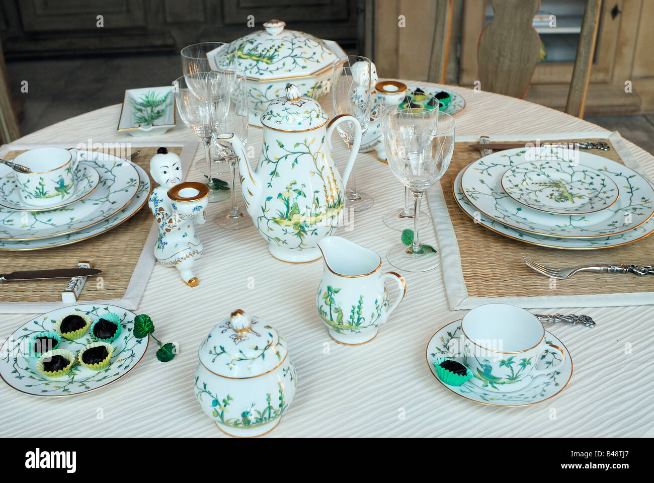 Table Setting In French Paris France Shopping French Ceramics Store Table Setting On