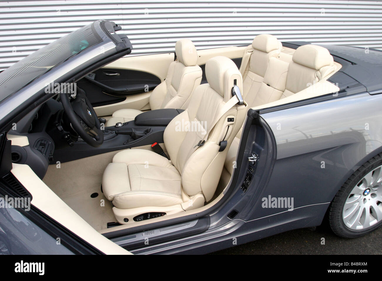 Car BMW 645 CI Convertible model year 2004 grayanthracite