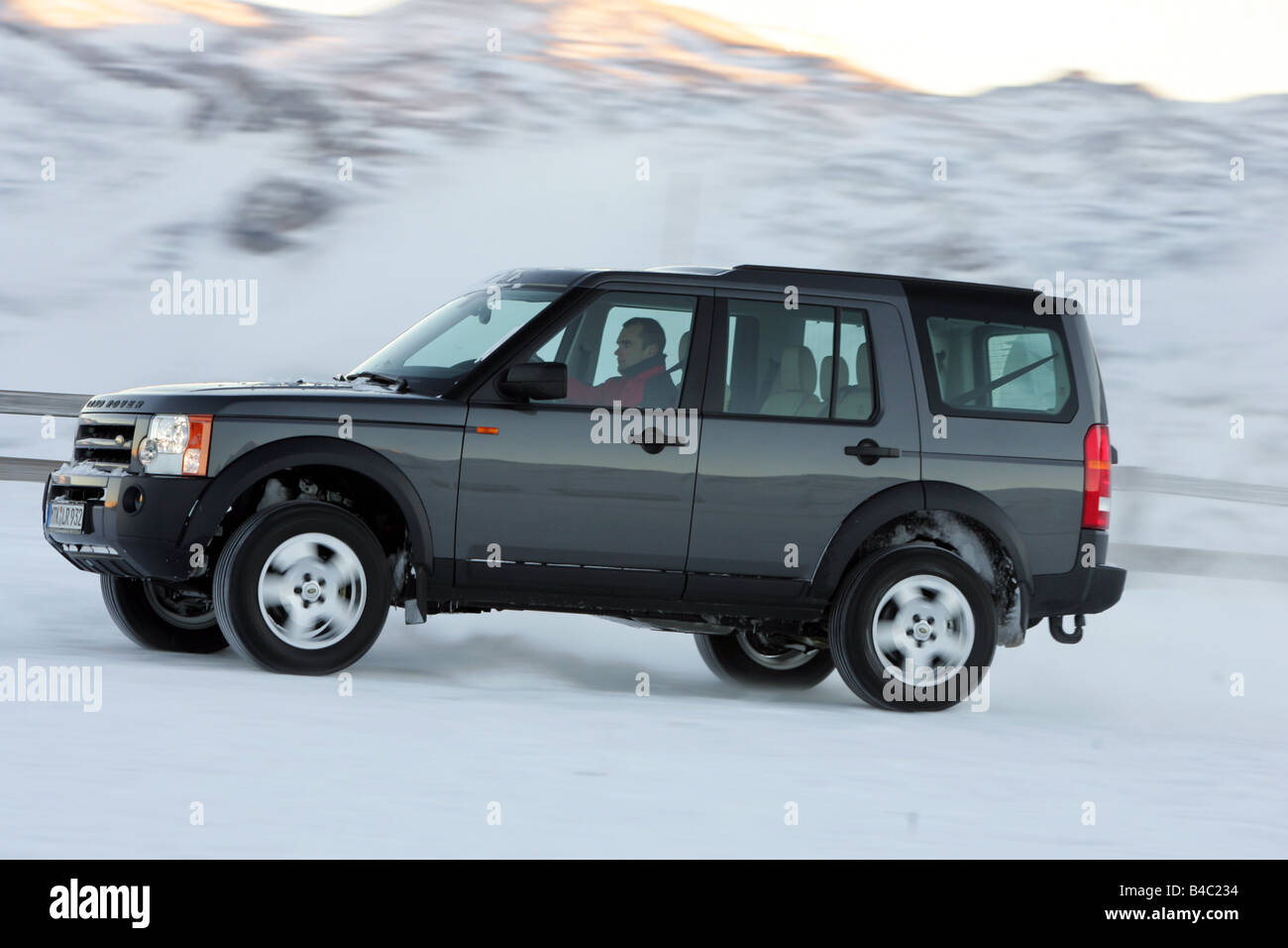 Car land rover discovery td v6 cross country vehicle model year 2004