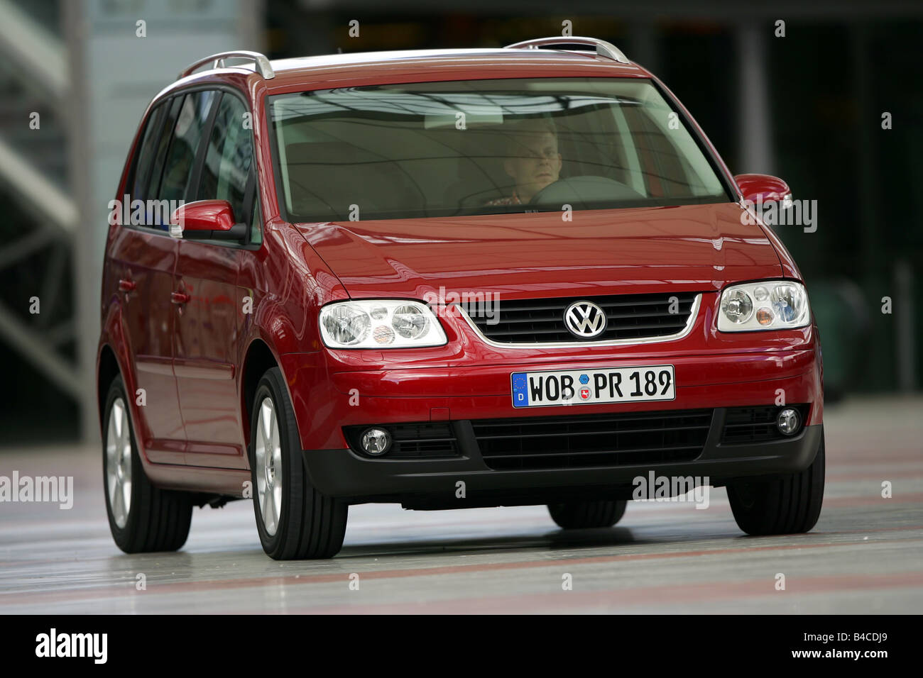 car vw volkswagen touran 2 0 tdi model year 2005 red van stock photo royalty free image. Black Bedroom Furniture Sets. Home Design Ideas