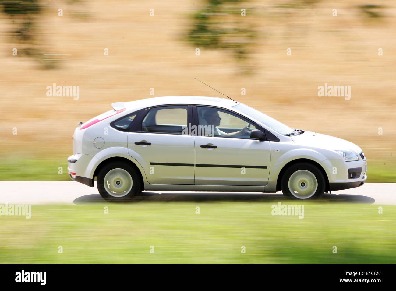 Car ford focus 1 6 tdci model year 2005 silver limousine