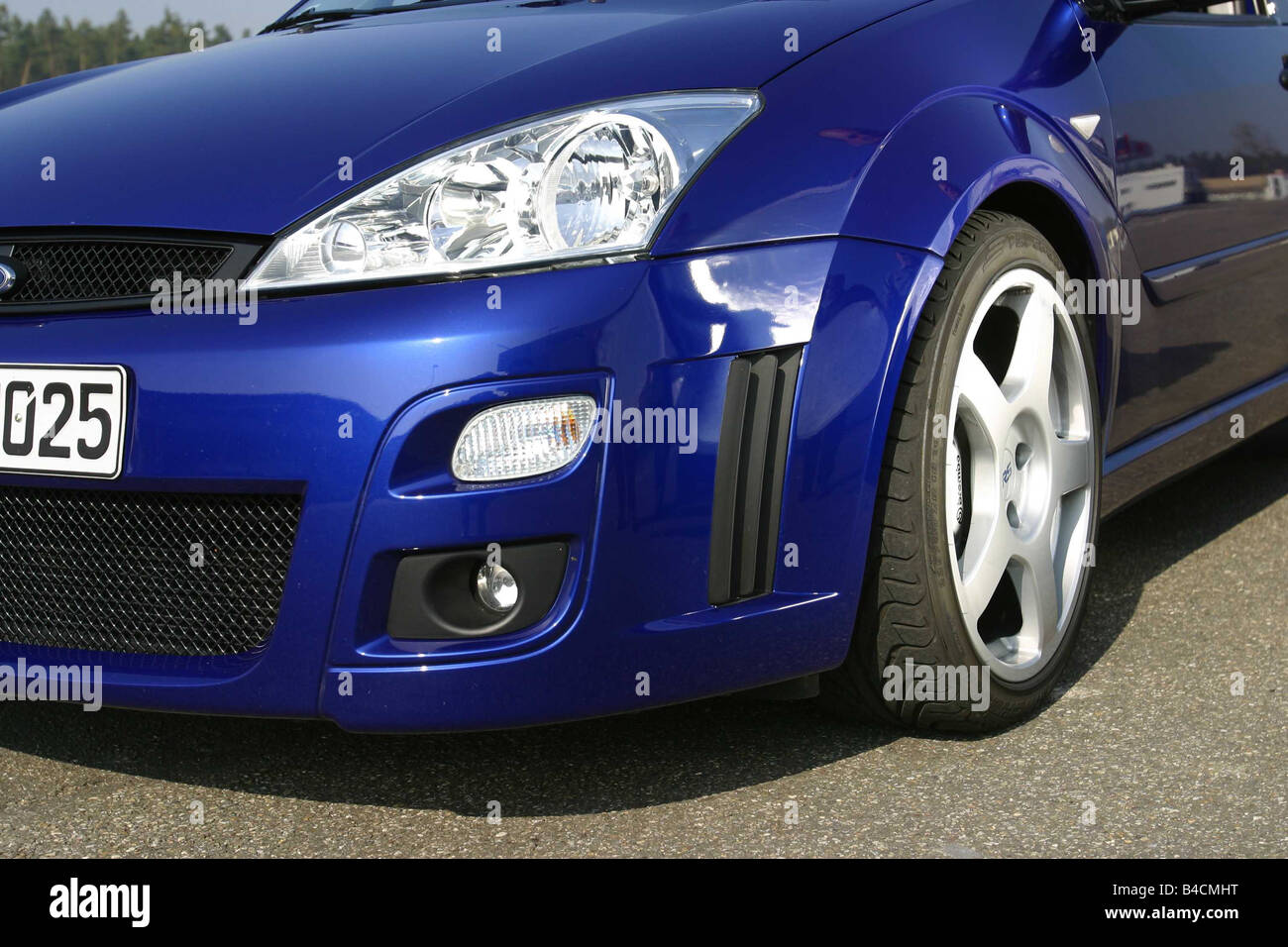 Car ford focus rs limousine model year 2002 blue lower