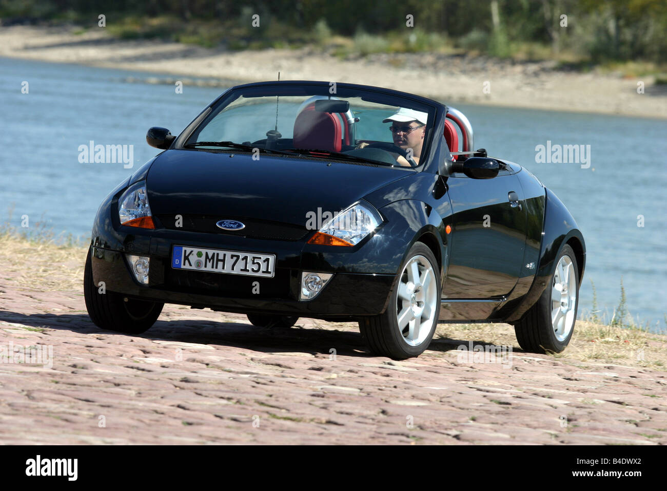 Car Ford Street Ka Elegance Convertible Model Year 2002 Black Open Top Front View