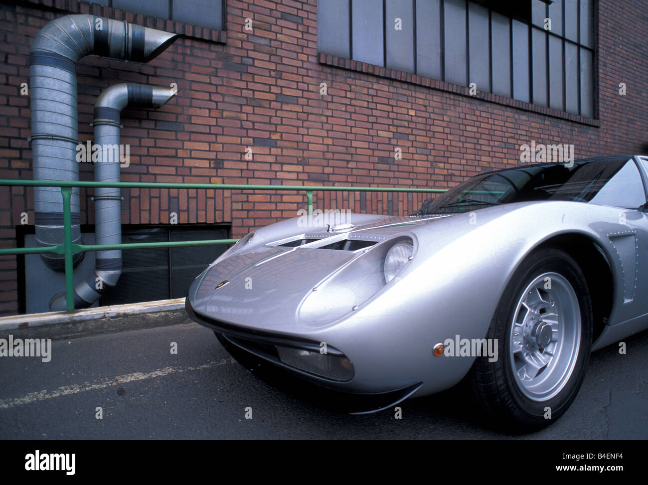 http://c8.alamy.com/comp/B4ENF4/car-lamborghini-miura-sv-jota-model-year-1970s-seventies-silver-sports-B4ENF4.jpg