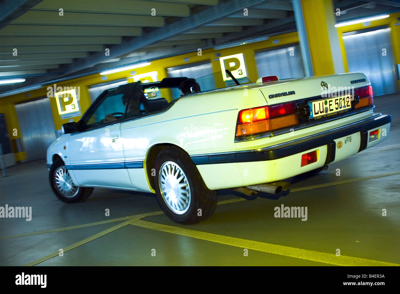 car chrysler lebaron convertible model year 1986 1995 white old car