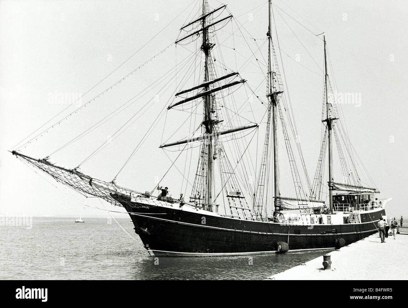 the-sailing-ship-eolus-seen-here-arriving-at-portsmouth-at-the-beginning-b4fwr5.jpg