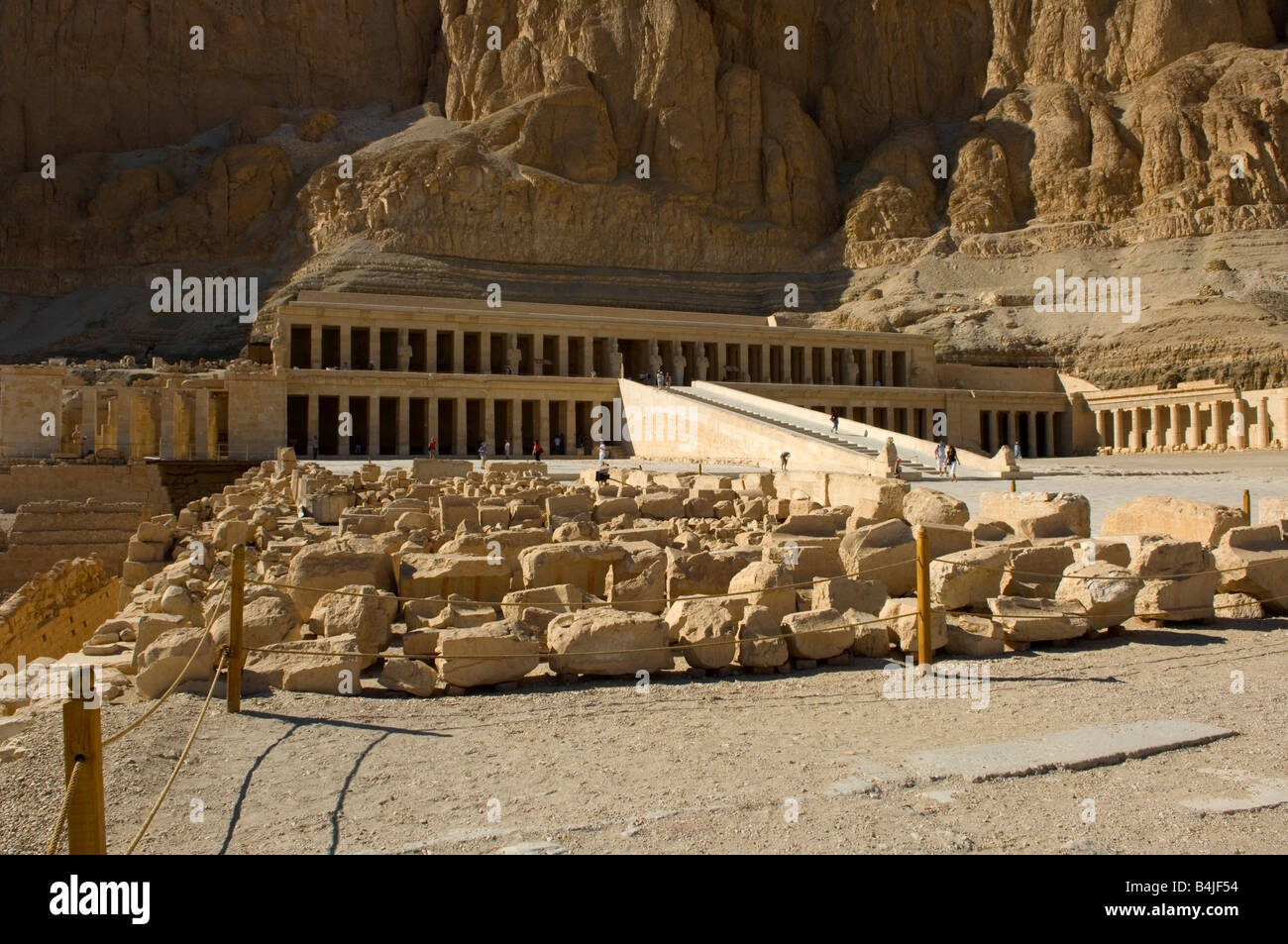 an analysis of the 18th dynasty and the maat ka ra hatshepsut of egypt Hatshepsut took power after the death of the fourth pharaoh of the 18th dynasty thutmose ii daughter of tuthmose i and aahmes was born in the 15th century bc both maat-ka-ra and hatshepsut were depicted inside a cartouche hatshepsut was the first female pharaoh of egypt.