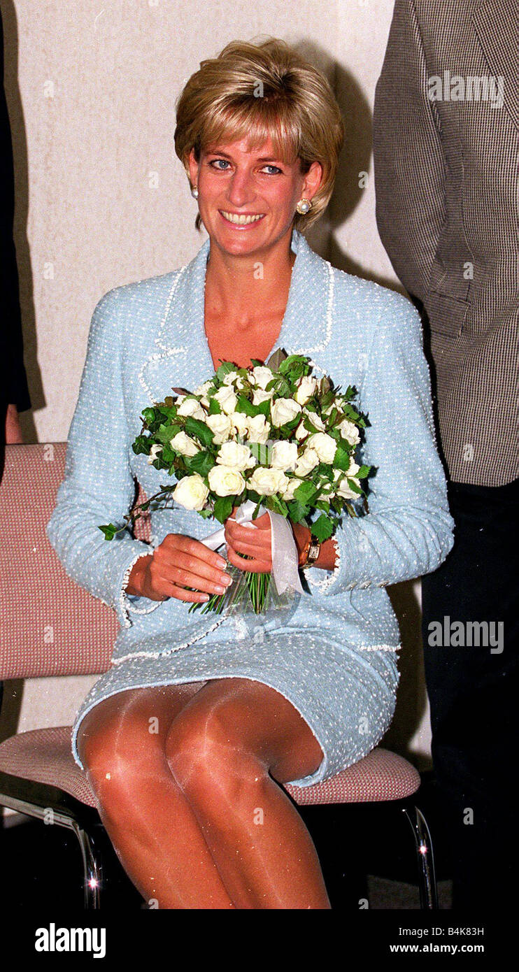 Princess Diana Receives A Bouquet Of Roses Princess Of
