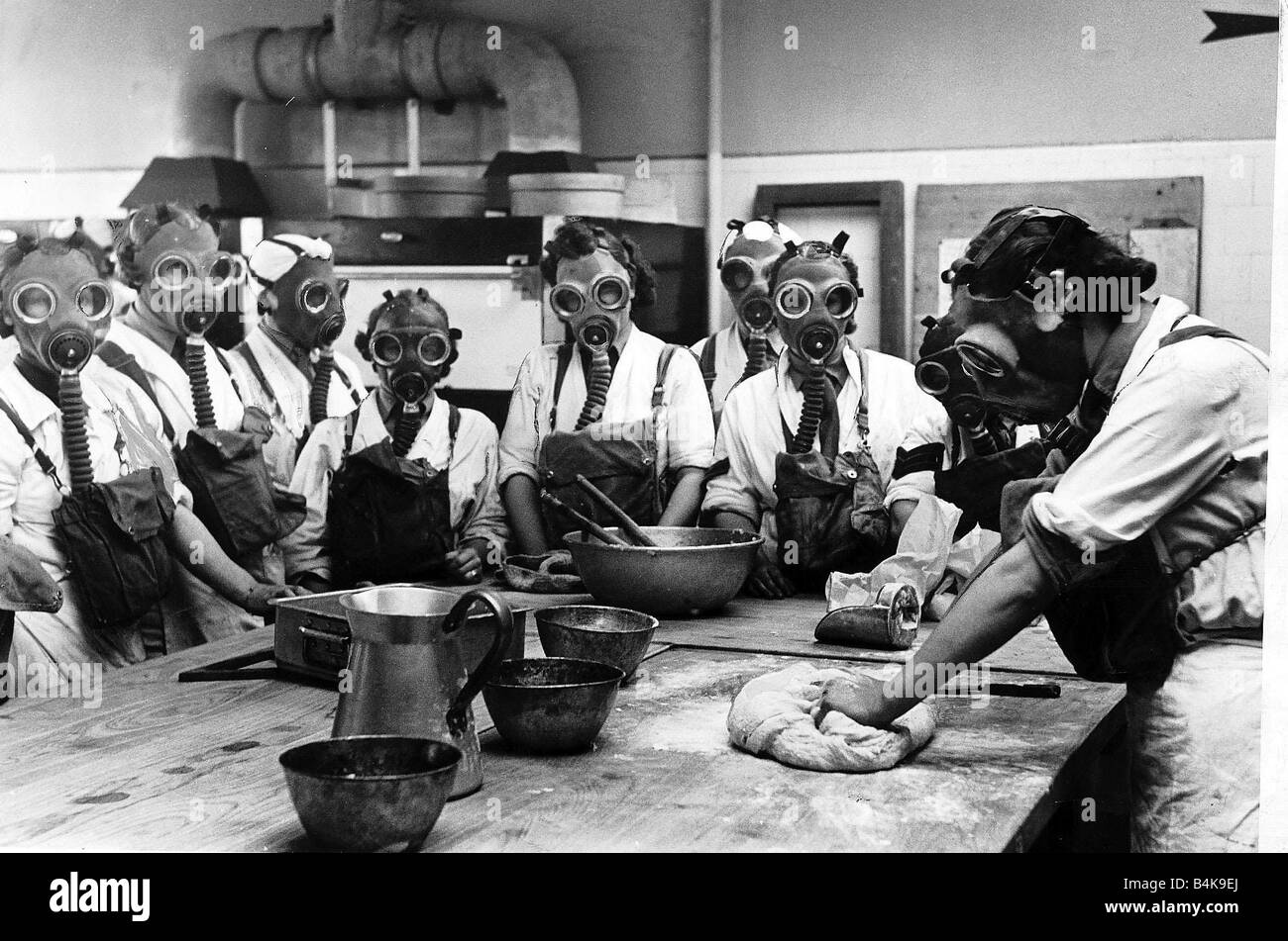 Blackout curtains ww2 - Ww2 Army Cookery School June 1941 Women Wearing Gas Masks While
