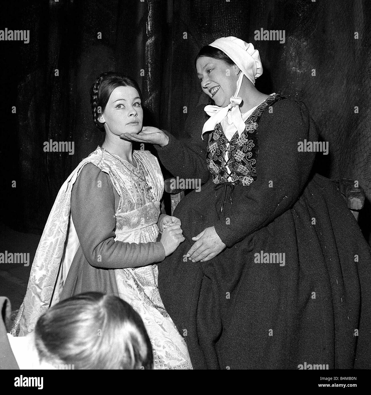 judi dench as juliet and peggy mount as the nurse in the