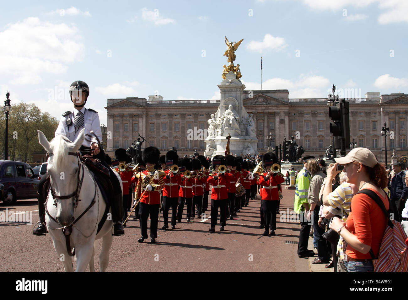 The governor general s foot guards - Mounted Police Officer Foot Guard S Military Band Changing The Guard With Victoria Memorial Buckingham Palace