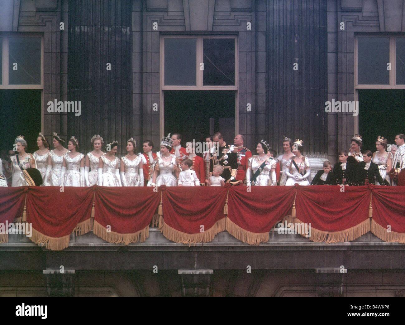 Queen elizabeth ii 1953 coronation balcony scene the queen for Queen on balcony