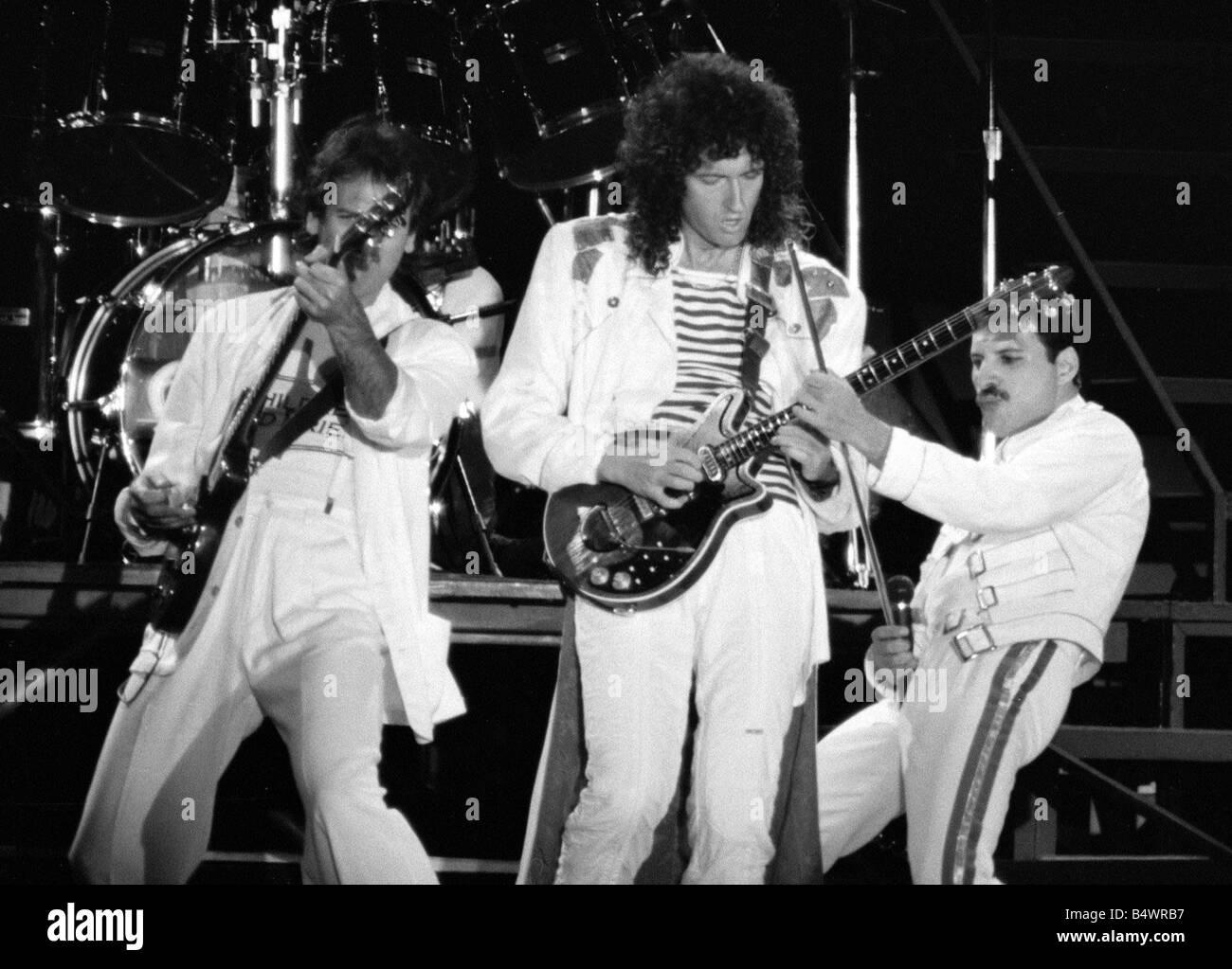 Queen and Freddie Mercury  - Page 2 Queen-rock-group-freddie-mercury-brian-may-john-deacon-roger-taylor-B4WRB7