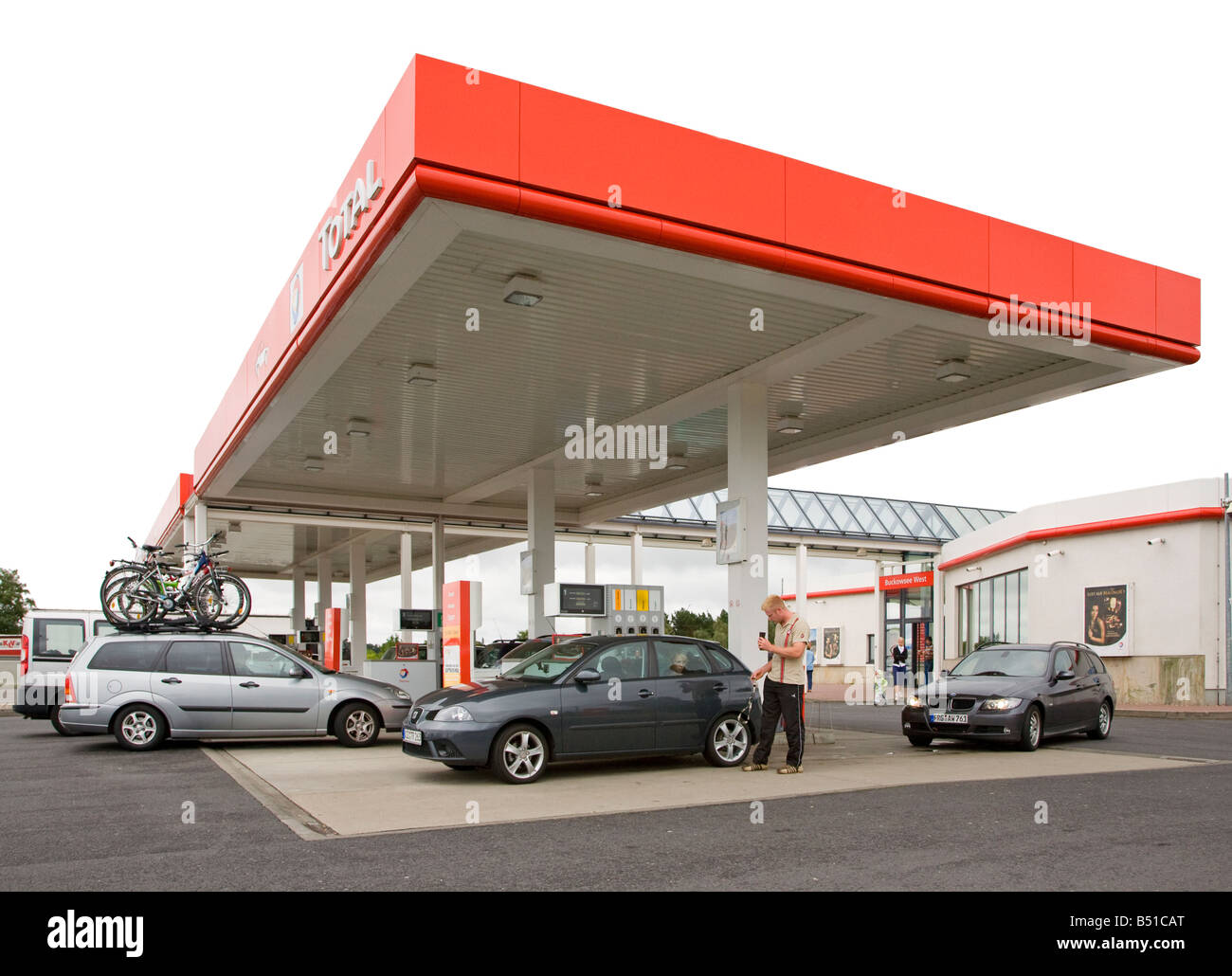 Cars under canopy at motorway services Germany  sc 1 st  Alamy & Cars under canopy at motorway services Germany Stock Photo ...