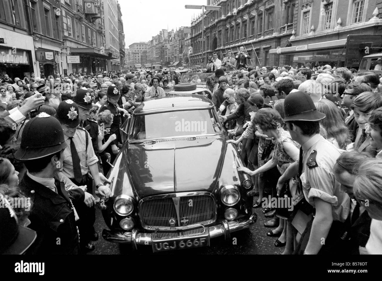 Edward Heath After His Victory Edward Heath In His Car As Crowds