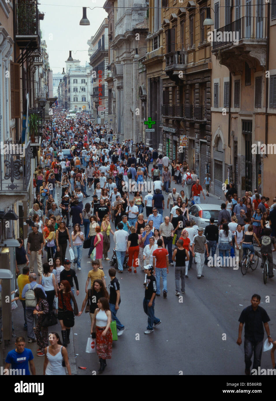 Via del corso rome lazio italy europe stock photo for Bershka roma via del corso