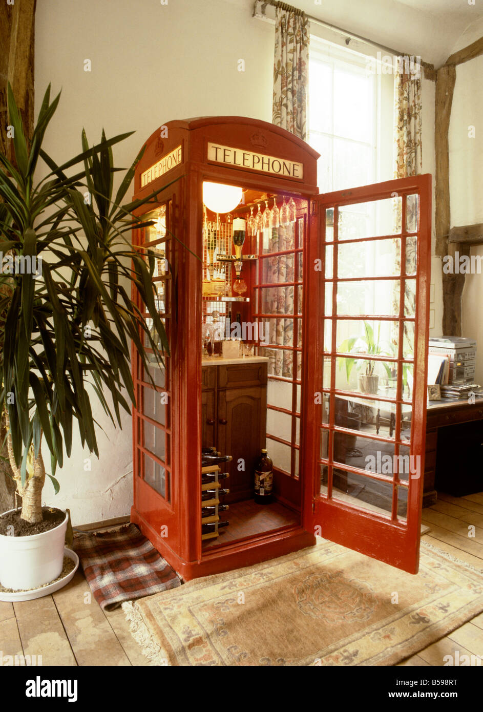 Stock Photo   UK England Essex Fyfield K6 Phone Box Converted To Drinks  Cabinet