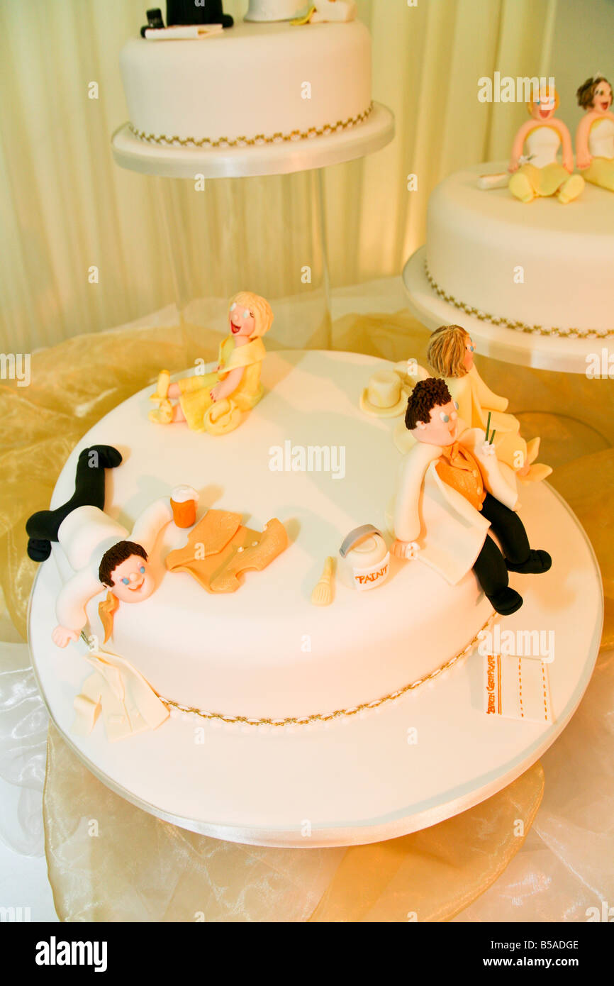 Humorous Wedding Cakes With Marzipan Figures Of The Bride Groom - Funny Wedding Cakes Images
