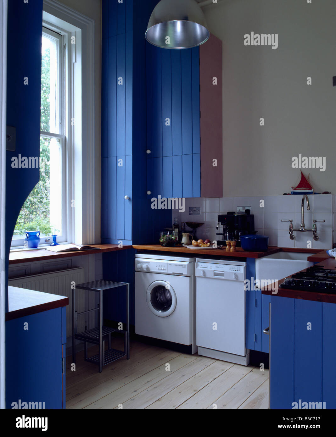 Freestanding washing machine and dishwasher in traditional for Kitchen cabinet washing machine