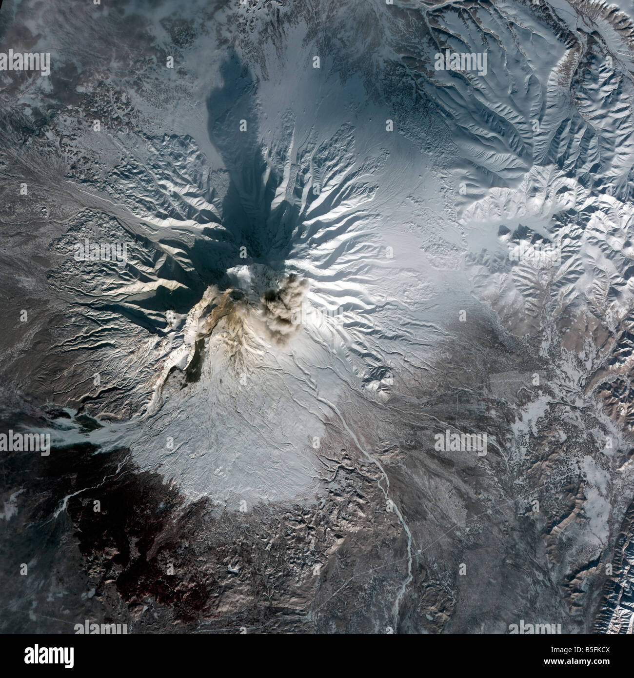 Russia's Shiveluch Volcano Wakes Up in Kamchatka :: Russia-InfoCentre