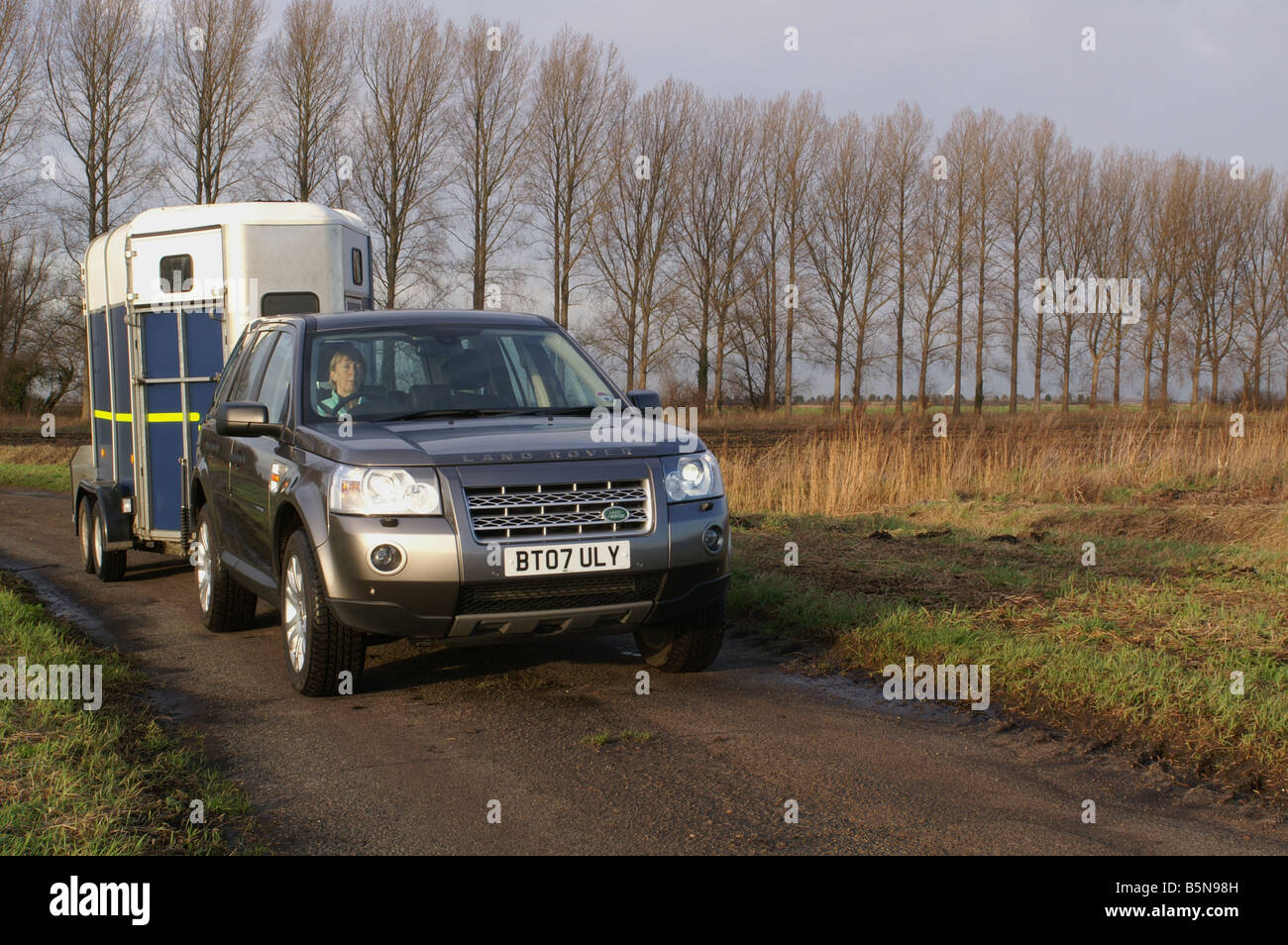 Land Rover Freelander 2 Towing Ifor Williams Horse Trailer