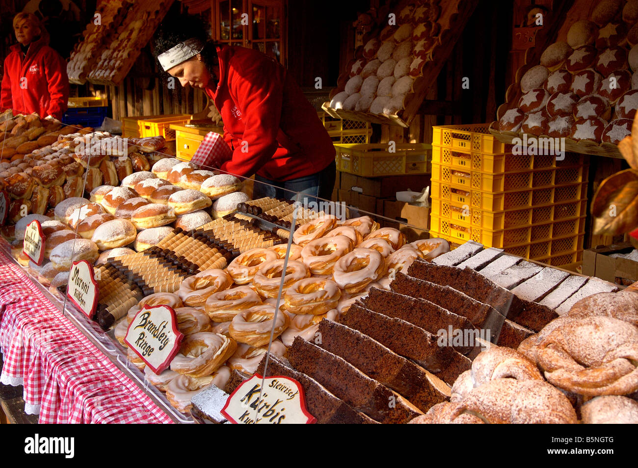 Cake and pastry stall Vienna Christmas market Stock Photo, Royalty ...