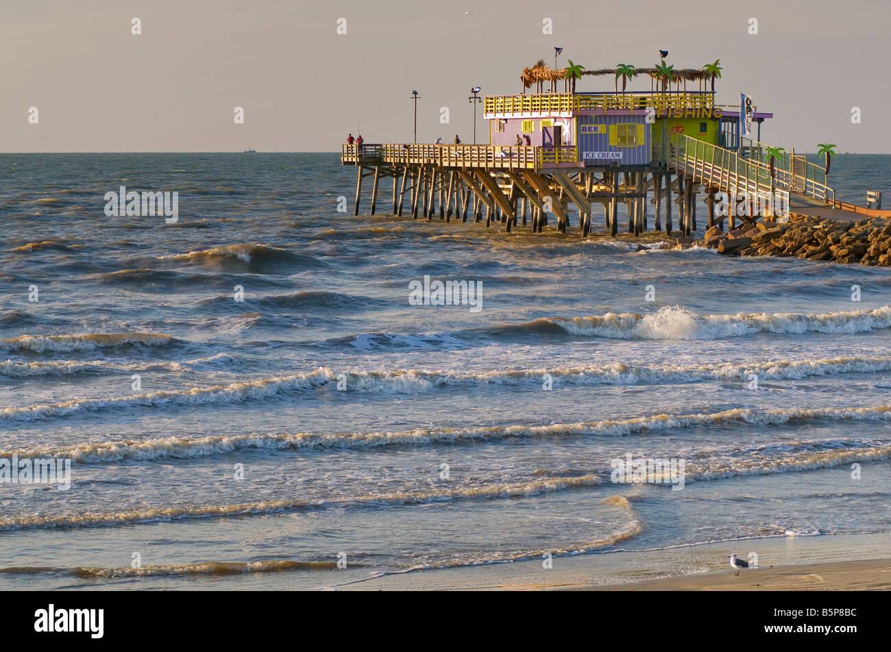 Beach and fishing pier at seawall boulevard in galveston for Galveston pier fishing